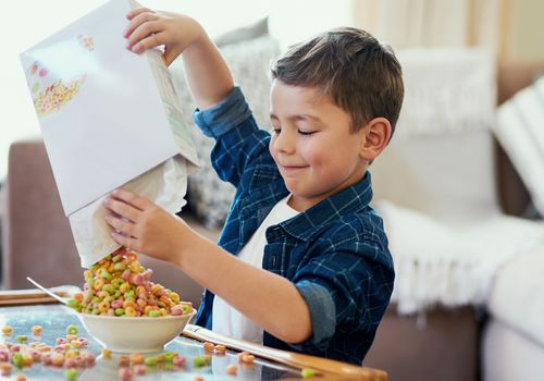 child eating sugary cereal