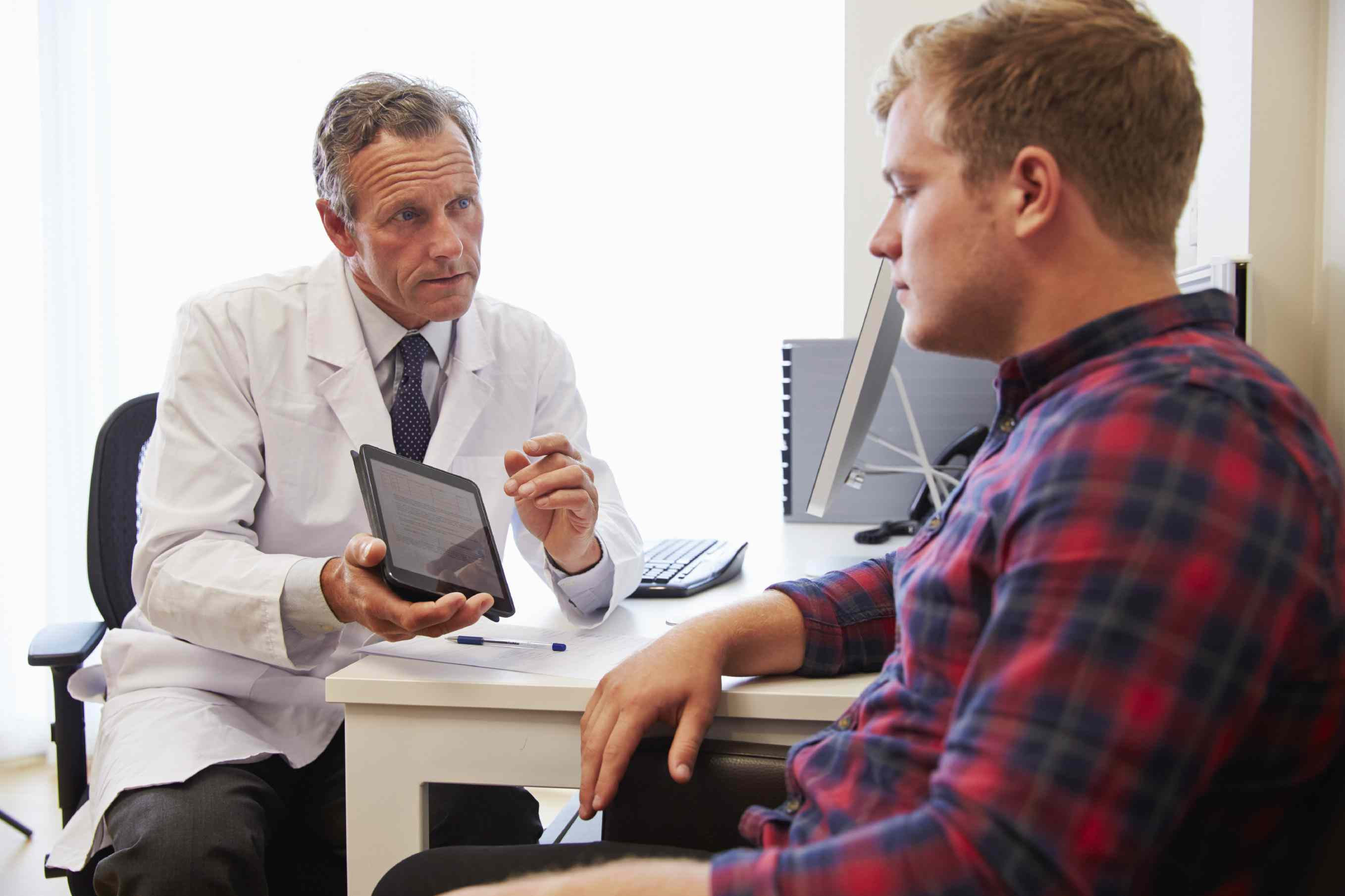 A doctor consulting his patient about high cholesterol