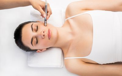 Latin woman relaxing and having a beauty treatment