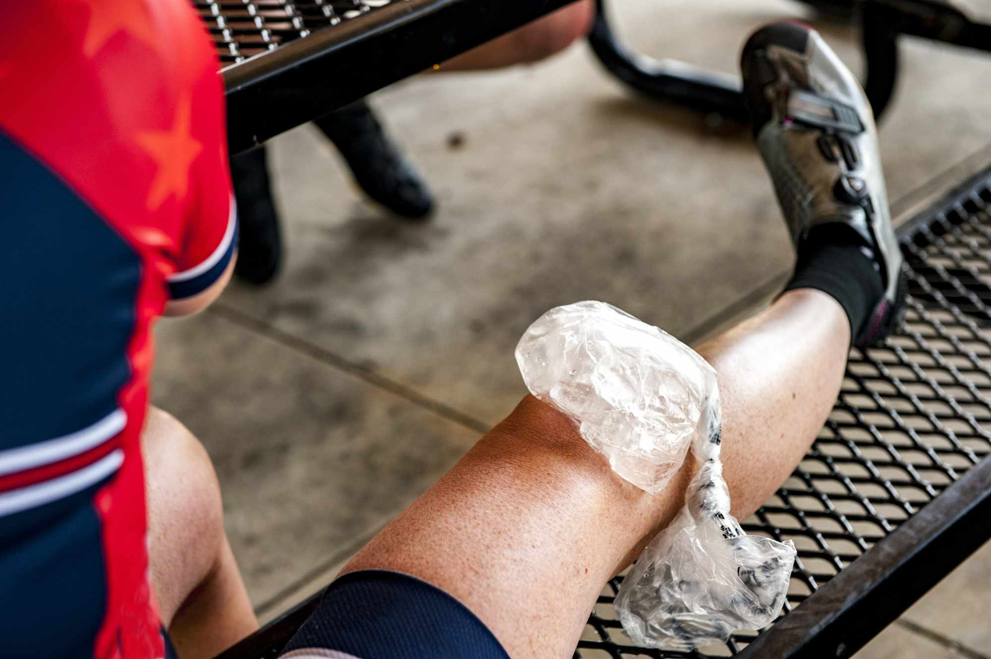 Ice on a knee injury