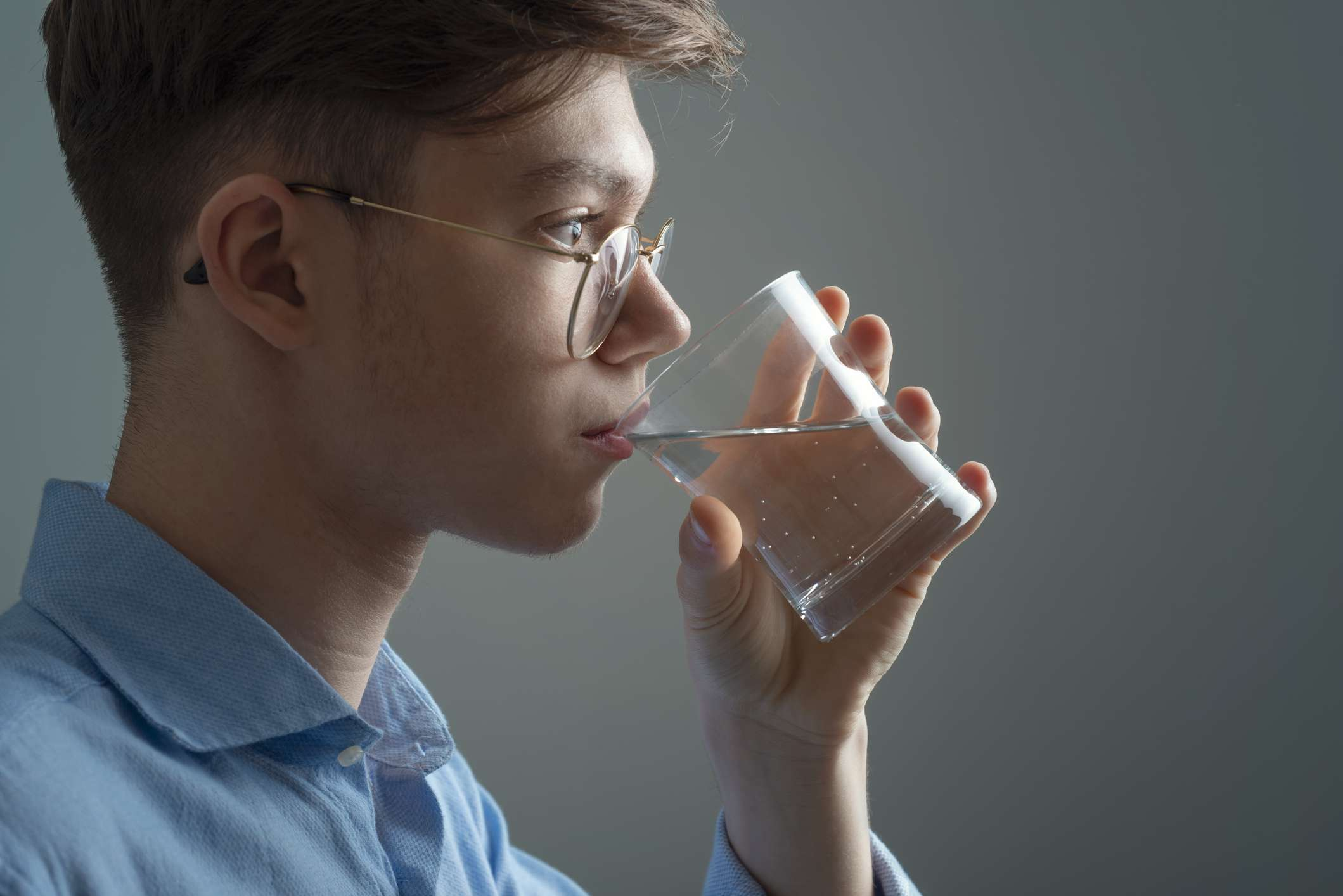 does drinking water help acne?