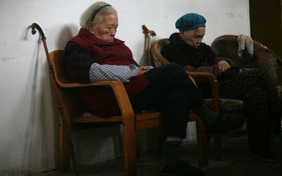 People with dementia do not sleep well due to changes in the brain affecting the circadian rhythm and issues related to institutionalization causing insomnia