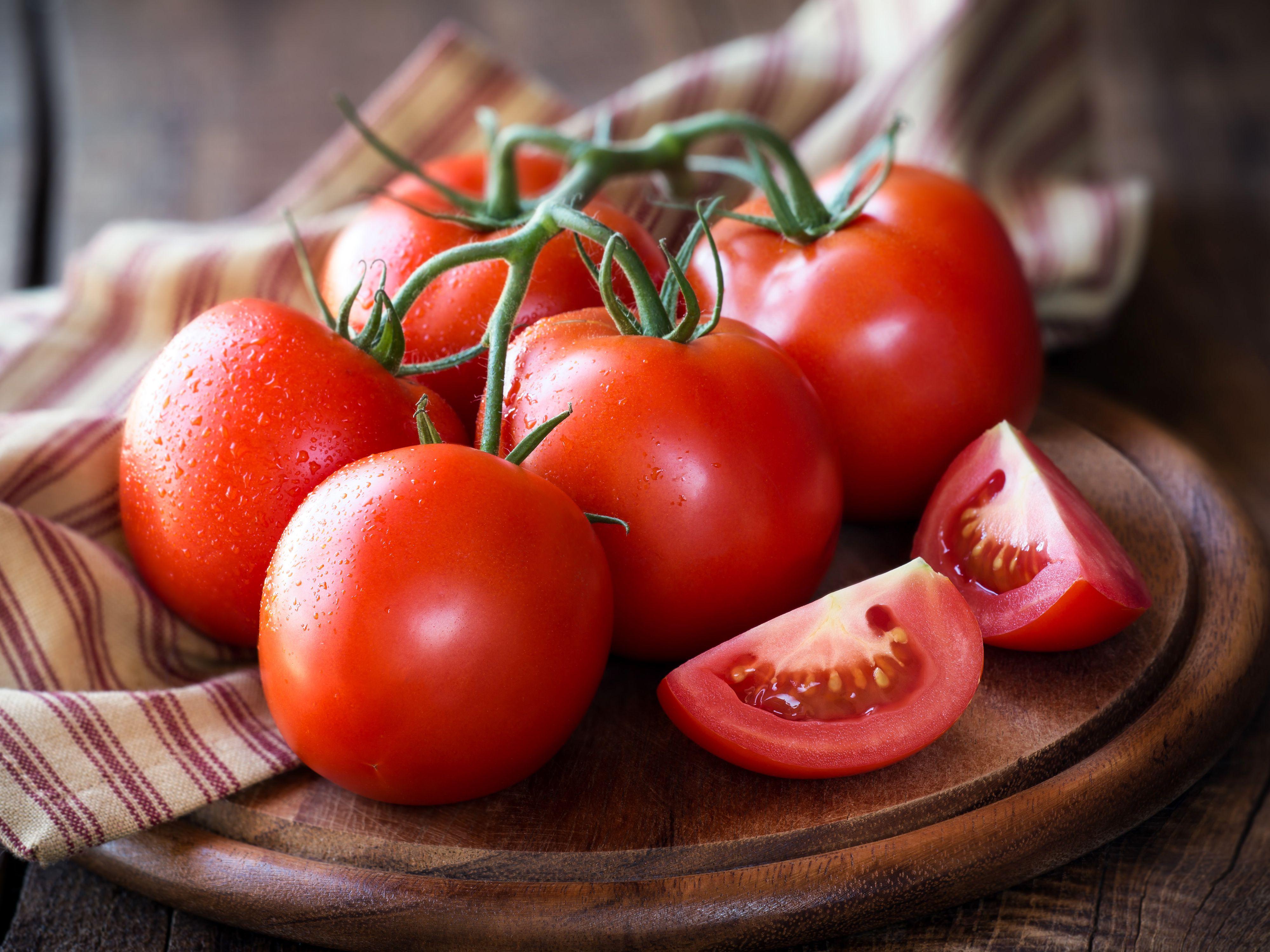 Bổ sung nhiều rau xanh, đặc biệt là cà chua, rất tốt cho sức khỏe của tuyến tiền liệt nói chung