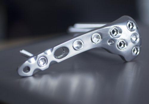 A metal orthopedic implant