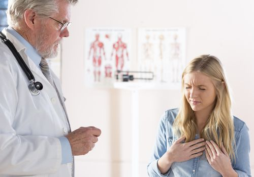 Woman with acid reflux visiting doctor