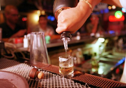 bartender pouring a tequila shot, does alcohol raise lung cancer risk?