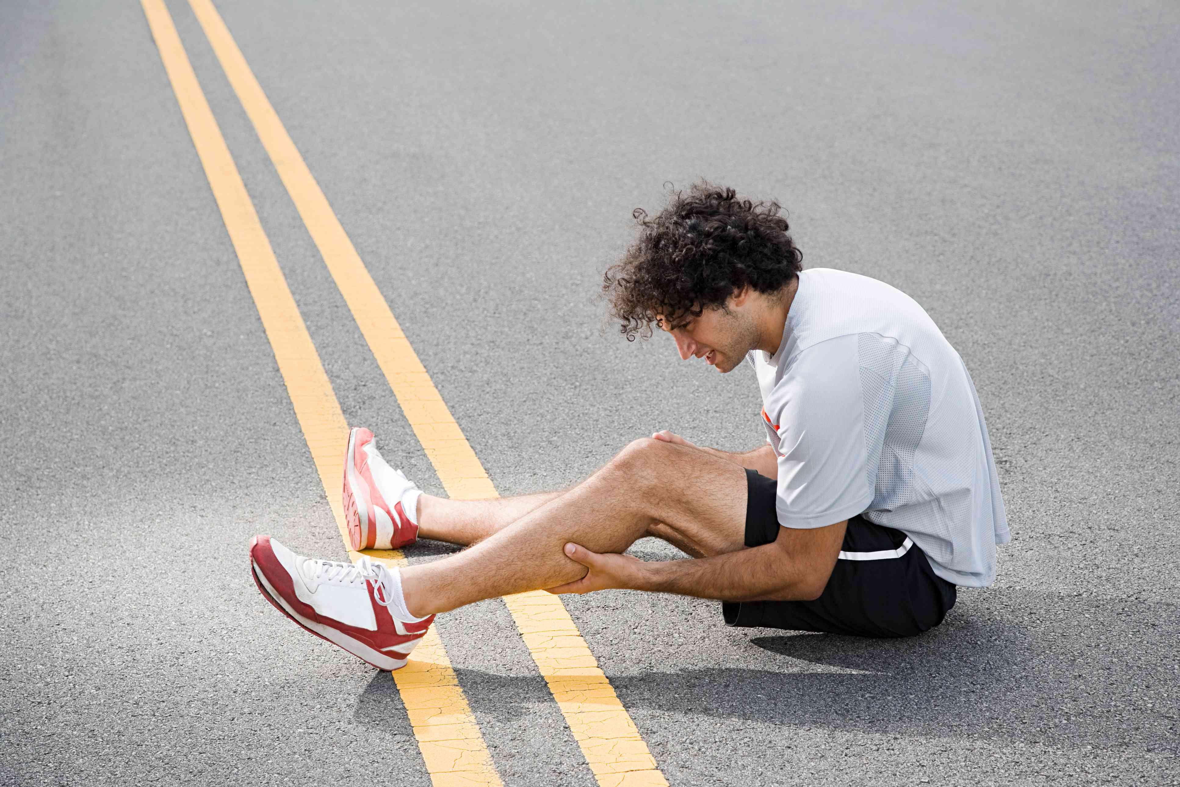 Runner with injured leg