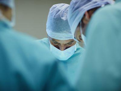 thyroid surgery, thyroid surgery complications, thyroidectomy, thyroidectomy complications