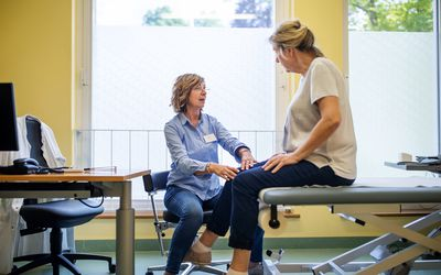 A woman receives knee pain treatment.