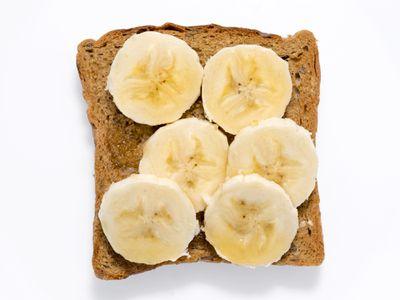 Sliced bananas on toast