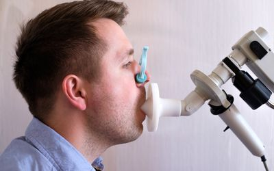 spirometry young man asthma