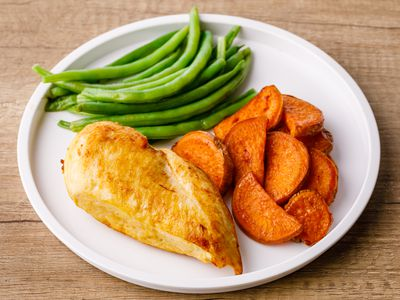 Roasted chicken with sweet potatoes, and green beans