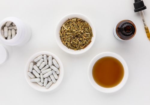 Shepherd's purse capsules, dried herb, and tincture