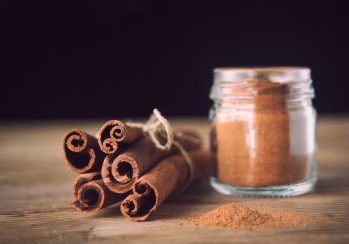 Cinnamon sticks and a jar of cinnamon.