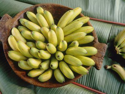 Lady's finger bananas in bowl on banana leaves
