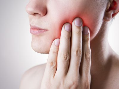 What are the causes of oral cancer, what are the symptoms, and how are cancers of the mouth and tongue treated?