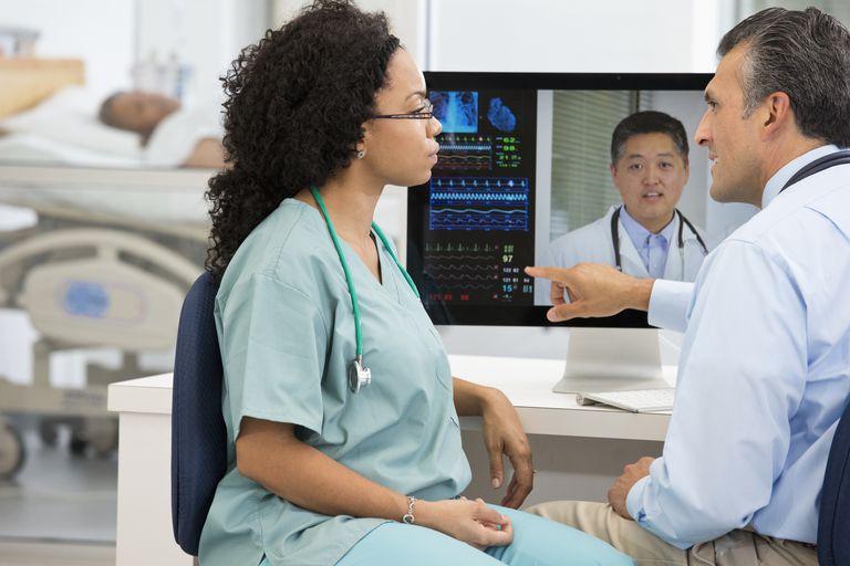 A medical technician talking to a nurse