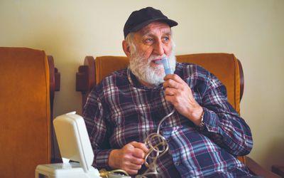 Elderly patient using an inhalation mask