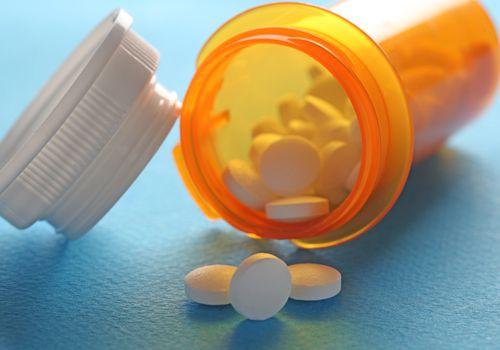 Diclofenac in open pill bottle.
