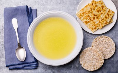 Chicken broth soup with crackers and rice cakes