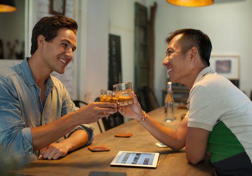 Men enjoy drinks on a date