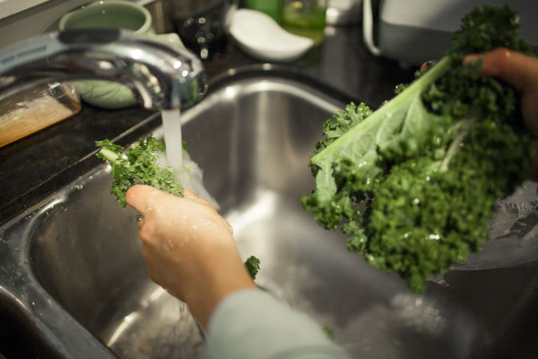 washing vegetables is important on a neutropenic diet