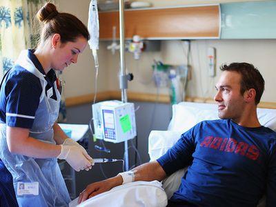 Ross Hutchins receives treatment for Hodgkin's lymphoma