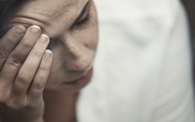 woman with head pain