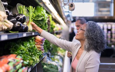 Woman shopping for heart-healthy food.