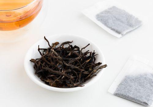 Pu-erh loose tea and teabag