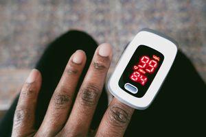 O2 sensor on a Black patient's hand.