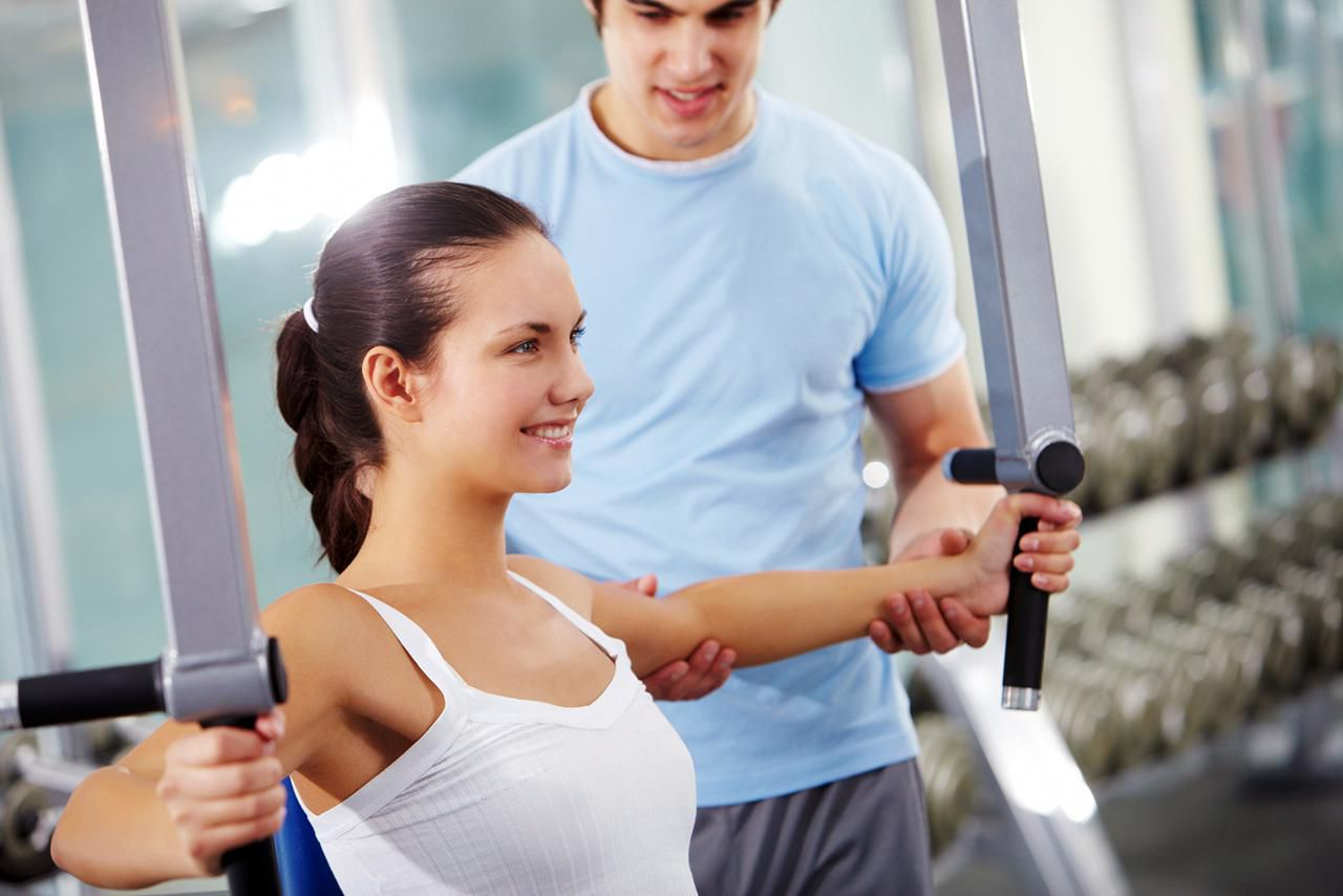 Image of young woman taught by her personal trainer