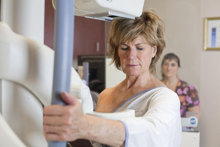 woman getting mammogram to screen for invasive ductal carcinoma