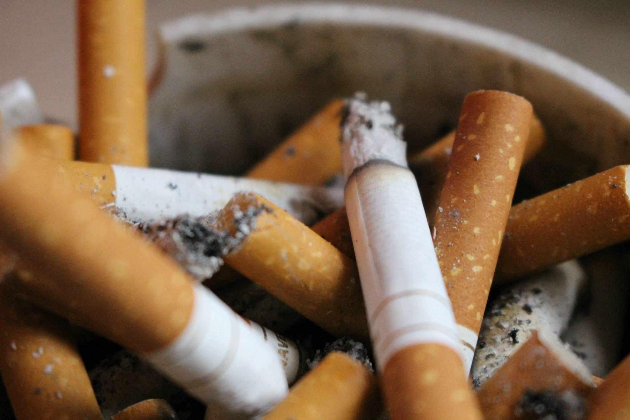 An ashtray full of cigarettes