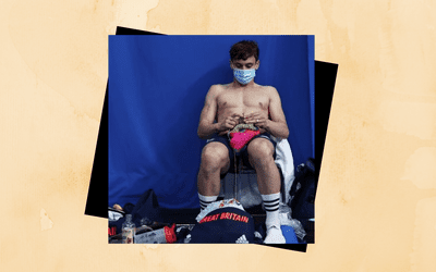 Olympic diver Tom Daley knitting