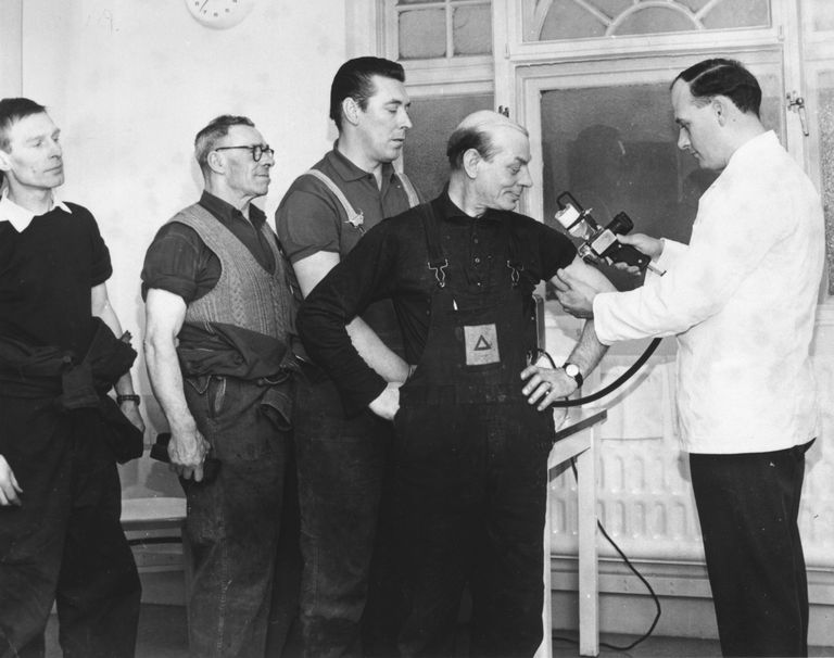 Men receiving flu vaccine in 1968
