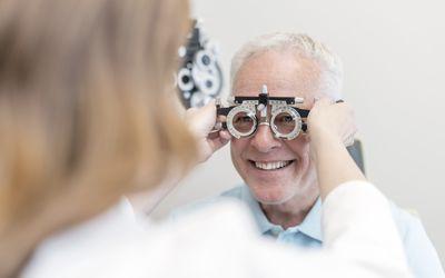 optician testing eyesight