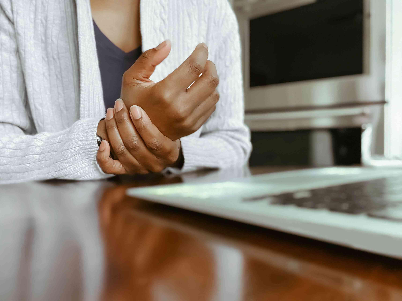 Rheumatoid arthritis can give hand and wrist pain