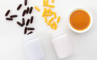 CoQ10 capsules and liquid