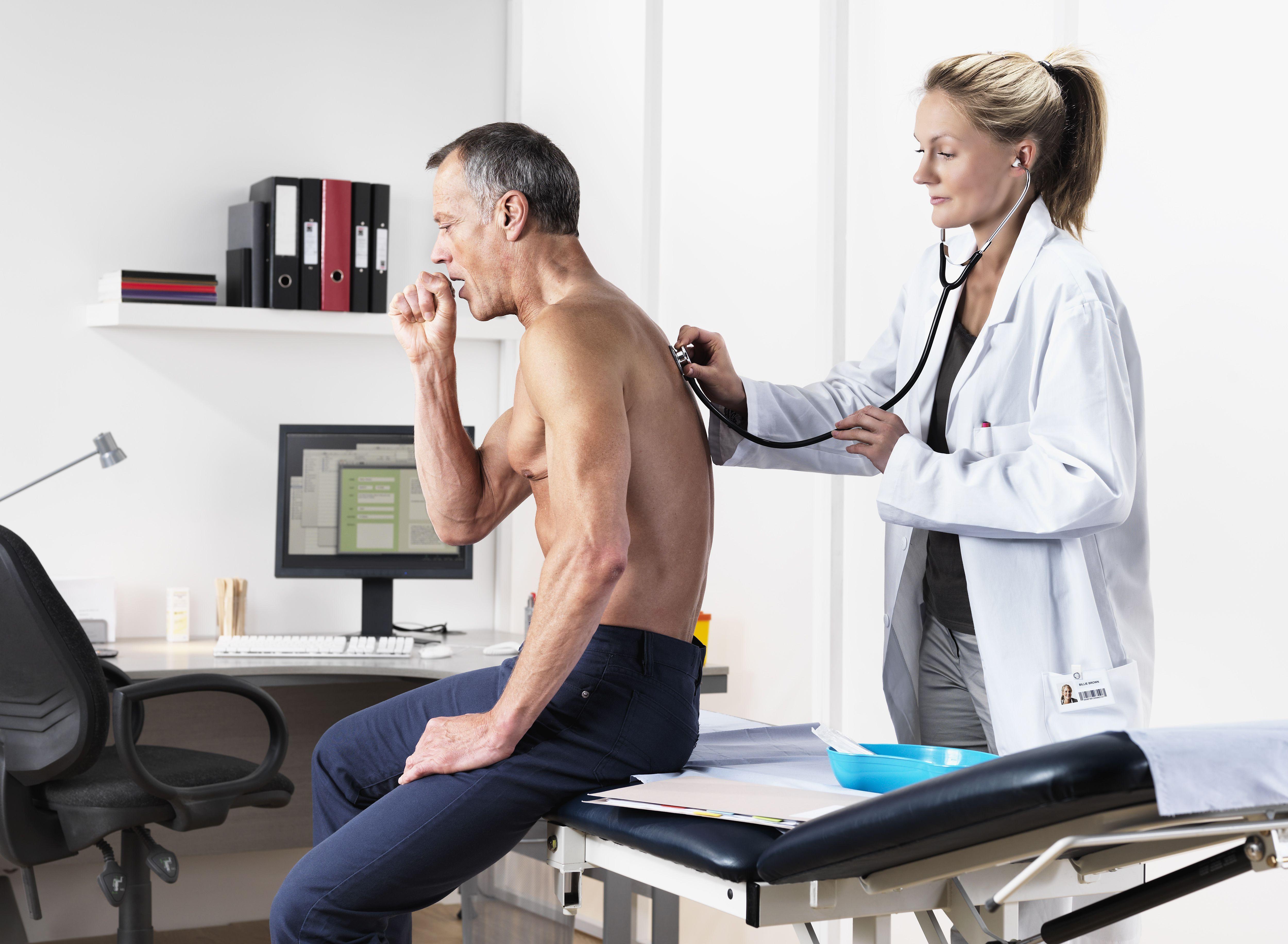 отличие фото осмотра пациента доктором развитие искусства привело