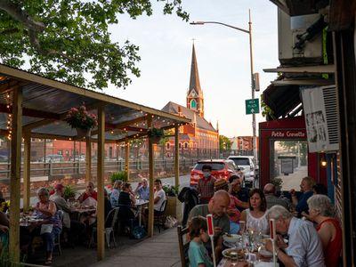 summer outdoor dining in brooklyn, ny