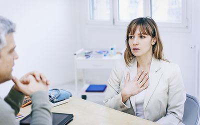 patient talking to doctor about COPD in never smokers