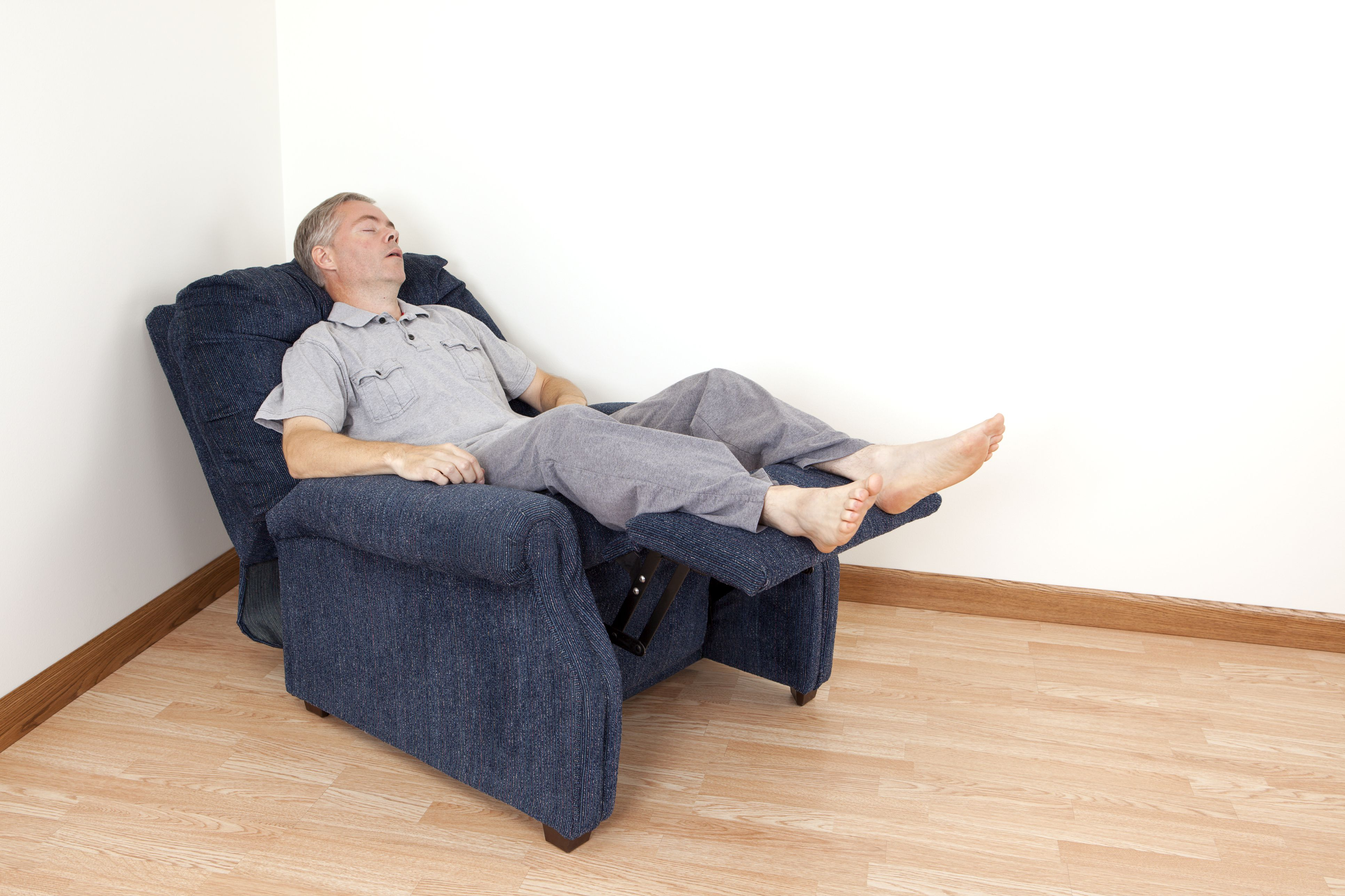 Pros and Cons of a Lift Chair for Arthritis