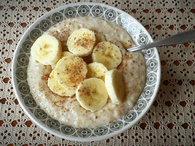Banana porridge with cinnamon.