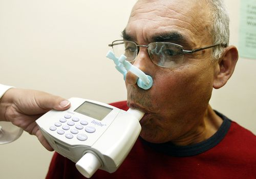 Man using spirometer