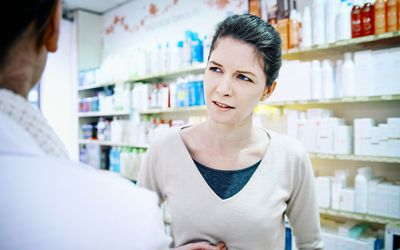 Talking to a pharmacist about heartburn.