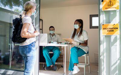 covid vaccination room