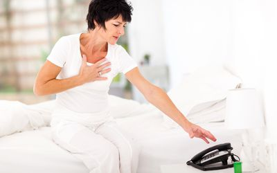 woman in pain with her hand over the right side of her chest