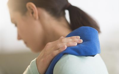 What Causes Pain Between the Shoulder Blades?