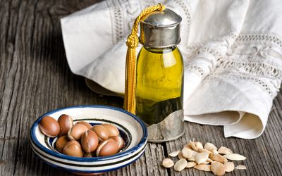 Tamanu Oil: Benefits, Side Effects, Dosage, and Interactions